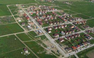 În România, primăriile sunt obligate prin lege să dea tinerilor terenuri pentru case și totuși de ce nu se acordă