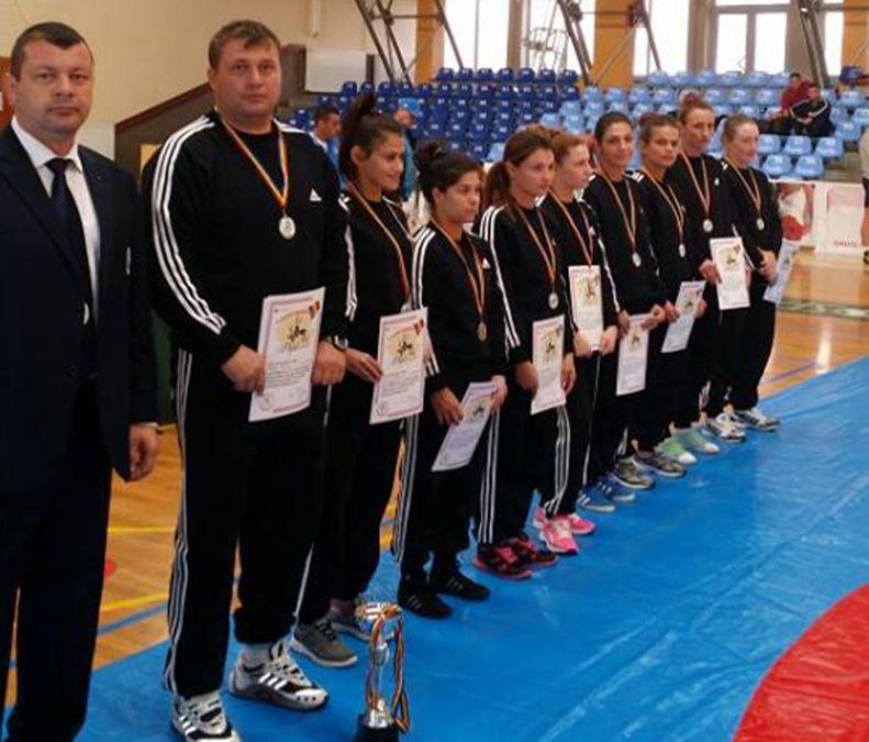Echipa feminină CS Mangalia, vicecampioana României la lupte libere